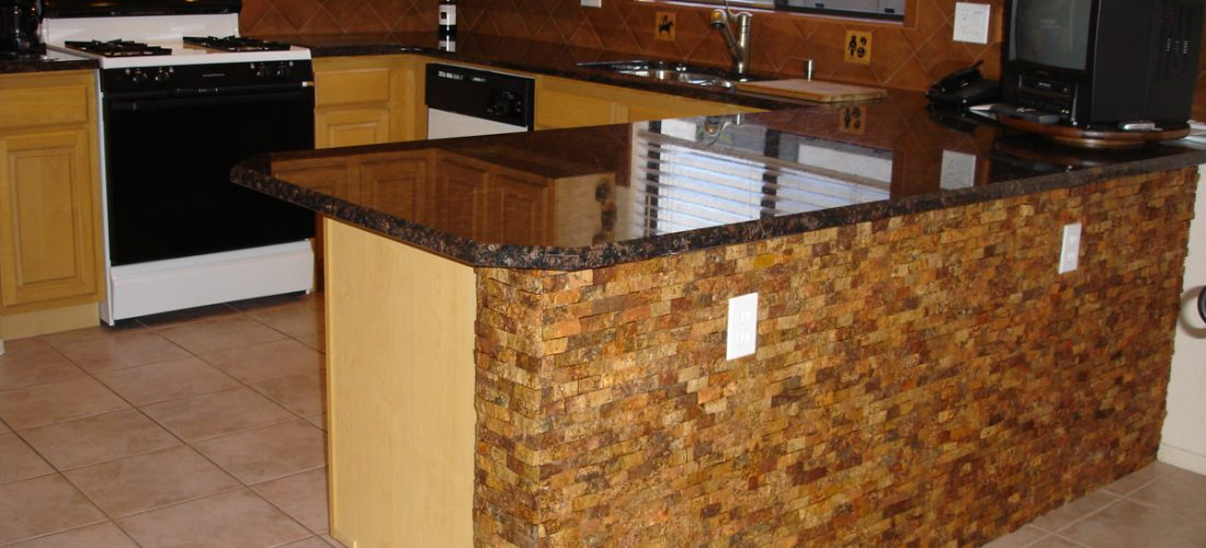 1x2-travertine-splitface-on-bar-face,-tucson