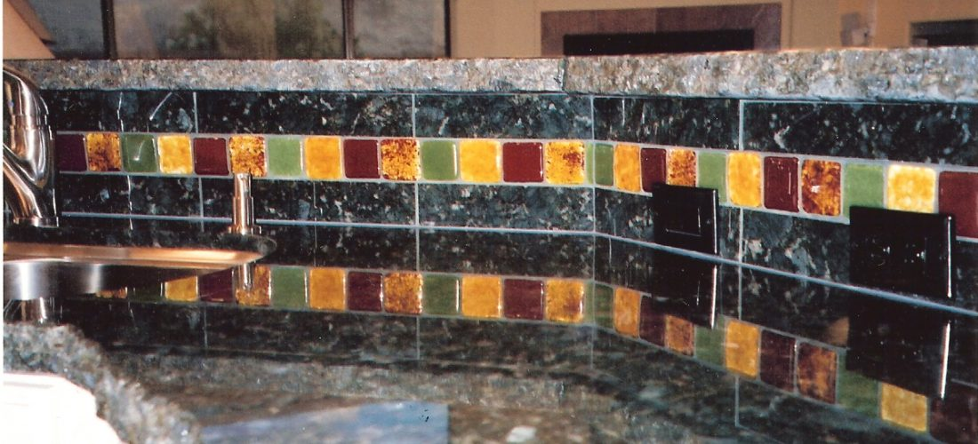 granite-tile-backsplash,-glass-tile-accent-on-backsplash,-tucson-(1)