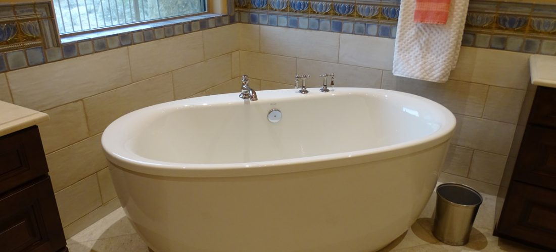 master-bath-tub-tile-surround,-tucson